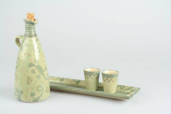 Töpferei Drehwurm rechteckige Platte mit Flasche und Schnapsbechern
