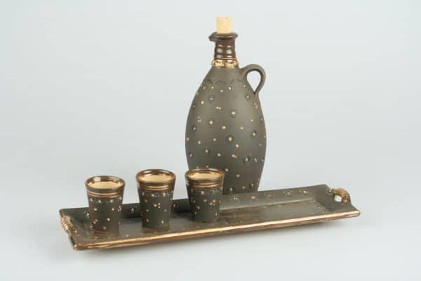 Töpferei Drehwurm rechteckige Platte mit Flasche und Schnapsbechern gold