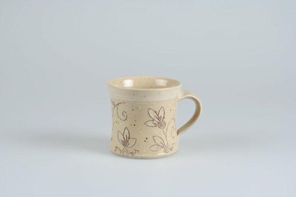 Töpferei Drehwurm Tasse Blumenmuster weiß