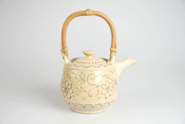 Töpferei Drehwurm Teekanne weiß
