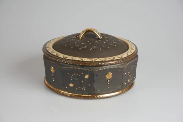 Töpferei Drehwurm Schmuckdose Keksdose schwarz gold