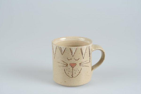 Töpferei Drehwurm Tasse mit Katze weiß