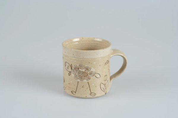 Töpferei Drehwurm Tasse mit Schaf weiß