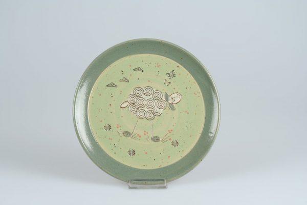 Töpferei Drehwurm Teller mit Schaf grün